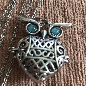 Jewelry - Owl necklace diffuser